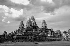 ( scarey photography ) Tags: blackandwhite monochrome outdoor sky cambodia siemreap