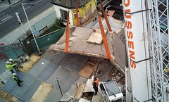 2014-10-18 12:20:59 Demolition Screw-up at Sydenham, London (MedEighty) Tags: 2014 october uk england greaterlondon london sydenham publictoilet demolition lift crane fail oops failure stupid mistake crack concrete roof removal destruction medeighty