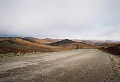 R106 (louis de champs) Tags: minoltasrt101 mdwrokkor35mm28 film kodak portra160 morocco mountains road roadtrip r106 clouds empty hills