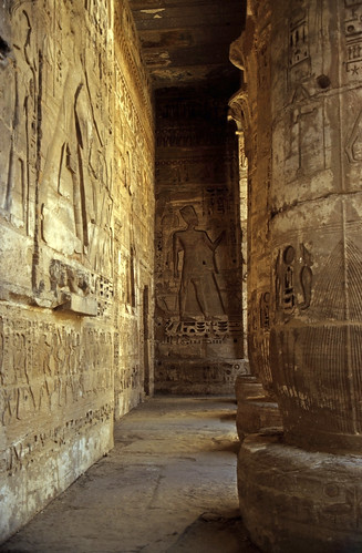 "Ägypten 1999 (530) Tempel von Dendera • <a style=""font-size:0.8em;"" href=""http://www.flickr.com/photos/69570948@N04/31272987402/"" target=""_blank"">View on Flickr</a>"