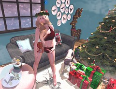- Look 708 - Candy Cane (aisha.cahir ✿ {Blogger}) Tags: lovehair hair secondlife free winter xmas christmas wintersolstice mesangeeyes eyesmesh eyeshud chapterfour bbos shorts topmesh exclusivo yokai book yourdreams gift rug decor