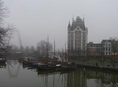 De Oude Haven en het Witte Huis - Rotterdam (joeke pieters) Tags: 1310984 panasonicdmcfz150 rotterdam zuidholland nederland netherlands holland deoudehaven wiitehuis whitehouse oudehaven willemsbrug mist fog reflections platinumheartaward