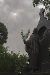 Cemitério (Vincent Zanicheli) Tags: cruz pedra cemitério dia diferente tudo depende do seu olhar pirassununga brasil interior são paulo céu lindo azul estatua arquitetura escultura