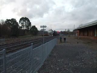 R-707 & R-761 arriving at Castlemaine.