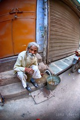 Re-hydrating (Soma Images) Tags: street new old travel india jason green water hair beard photography grey bucket pain eyes agua market drink delhi indian gray photojournalism images elderly commercial license use soma hindu wrinkles wrinkle facial cultural hindi refill chandni chowk hydrate hydrating replenish somaimages somaimagescom