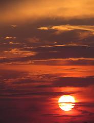 l'intrieur (laetitiablabla) Tags: sunset sky cloud france soleil poetry glory coucher ile lovers ciel val suburb nuage vues banlieue marne