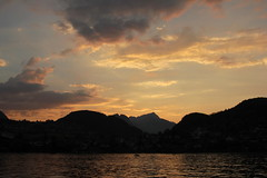 Sonnenuntergang - Sunset am Thunersee ( See - Lac - Lake ) im Berner Oberland im Kanton Bern in der Schweiz (chrchr_75) Tags: sunset lake lago schweiz switzerland see soleil zonsondergang tramonto sonnenuntergang suisse swiss coucher lac du september christoph svizzera  berner thunersee berneroberland oberland suissa chrigu 1309 2013 kantonbern chrchr hurni chrchr75 chriguhurni september2013 chriguhurnibluemailch