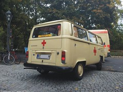 Last of its kind (campervancrazy) Tags: berlin vw volkswagen kombi redcross t2 microbus vwbus bulli type2 deutschesroteskreuz t2a einsatzleitung vwbusspotting operationcontrol