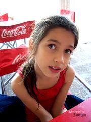 Marianell@, pensativa... (Celomar) Tags: girl kids cola little niña nena coca pensativa marianella