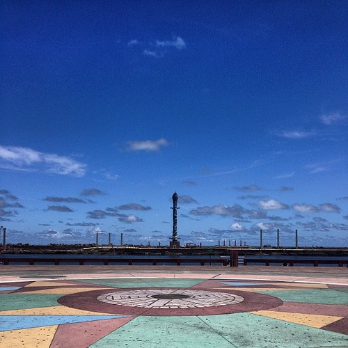 Recife, meio-dia. #recife #pernambuco #céu #sky #cielo #ciel #azul #blue #instasky #instablue #instarecife #marcozero #brennand #parquedeesculturas