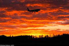 OE-IXC Embraer ERJ-190LR (ERJ-190-100 LR) Niki (Andreas Eriksson - VstPic) Tags: sunset sun clouds plane canon evening niki beatiful lr embraer erj190100 erj190lr oeixc