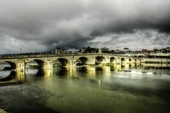 France - La Loire du côté de Blois (saigneurdeguerre) Tags: france rio canon river eos europa europe centre frança ponte frankrijk loire francia fleuve blois aponte loireetcher 1000d antonioponte ponteantonio saigneurdeguerre