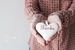 thanks (idni . idniama) Tags: moixaines heart thanks bordado corazon enmismanos inmyhands gettyimages gettyimagesiberiaq3 idni nikon 50mm pink grey woman