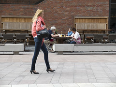Urbanscene -  Hamburg - Hafencity (fipixx) Tags: road street people urban living outdoor strasse hamburg streetscene environment leisure everyday humans strassenszene alltag gesellschaft strassen strassenleben urbanarte lebenswelt