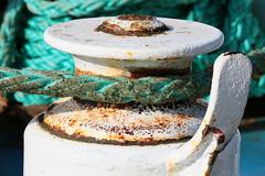 Trop poulie pour tre au net !-) (Pi-F) Tags: malte gozo ferry cordage corde poulie amarre rouille blanc peinture lumire usure