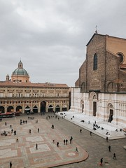 Piazza Maggiore (thelittlebean_78) Tags: tribearchipelago lightroommobile streetphotography travelphotography sanpetronio whatitalyis city lifestyle piazzamaggiore bologna iphone7plus iphone apple shotoniphone7plus shotoniphone