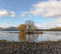 Loch Lomond (mz.multics) Tags: scotland 2016 autumn loch lomond lochlomond nikon 50mm panorama stitching island trees beach water clouds sky mountains
