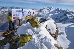 Atommüll-Protest auf dem Matterhorn - Traumberge statt Müllberge (Greenpeace Switzerland) Tags: aai atommüll klettern matterhorn müllfass nuclear switzerland zermatt geordneteratomausstieg schweiz atommã¼ll mã¼llfass