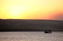 Firestorm (siebensprung) Tags: ireland irland dingle ocean ozean atlantic atlantik evening abend sunset sonnenuntergang ship schiff boot boat bay bucht water wasser landscape landschaft