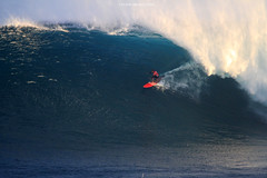 IMG_1617 copy (Aaron Lynton) Tags: peahi lyntonproductions canon 7d maui hawaii xll xxl bigwave big wave wsl surf surfig surfing jaws peahichallenge