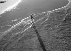 Plage 18 (no sabemos cmo llamarnos) Tags: playa plage playadelaconcha sansebastin stranger woman blancoynegro blackandwhite noiretblanc beach mar ocean mer