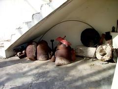"""In Dere: Reste der Waffen, mit denen die Kirche in Dere einst zerstört wurde. • <a style=""""font-size:0.8em;"""" href=""""http://www.flickr.com/photos/65713616@N03/9306376113/"""" target=""""_blank"""">View on Flickr</a>"""