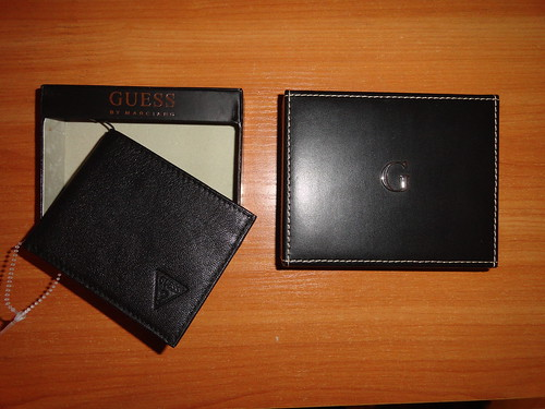 black leather guess wallet guesssign