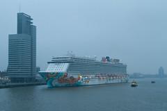Norwegian Getaway meert aan (Durk Houtsma.) Tags: cruise rotterdam nederland cruiseship zuidholland cruiseterminal ncl cruiseschip portofrotterdam norwegiancruiseline cruiseport norwegiangetaway