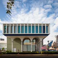 Liberty Bank (Chimay Bleue) Tags: street building darren architecture modern liberty photography hawaii war arch view post arc modernism bank arches kinder architectural queen capitol bradley honolulu ward sixties 1961 modernist 1960 midcentury onodera roehrig