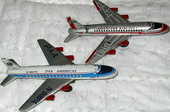 Japan 707 # 32 (NyamalaTone) Tags: vintage airplane toy tin collectible flugzeug jouet avion juguete hojalata tinplate blechspielzeug
