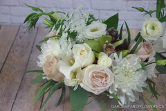 IMG_4662-3 (Garden Party Flowers) Tags: florist flowers gardenrose lisianthus naturallookarrangement ranunculus rose vancouver whiteandgreenarrangement whiteohara