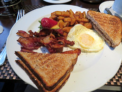 2016-092301 (bubbahop) Tags: 2016 canadatrip montreal quebec canada sheraton breakfast hotel eggs bascon toast