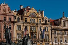 Place de la Vieille Ville - Monument Jan Hus (Daniet92) Tags: prague rpublique tchque place de la vielle ville architecture extrieur btiment statue drapeau monument jan hus europe centrale