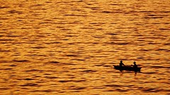 (photo-razzo) Tags: sony ilce6000 a6000 sonye55210mmf4563oss fishermen boat sunset sea water availablelight humaninterest discoveryphotos nationalgeographic flickraward southeastasia asean asia asian