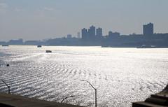 IMG_9680 (kz1000ps) Tags: newyorkcity nyc manhattan cityscape urbanism washingtonheights hudsonriver newjersey palisades fortlee riversidedrive water ripples waves boat ships