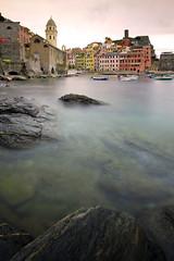 Vernazza - Cinque Terre (-Dam-) Tags: italy cinqueterre nd400 1022mm longexposure