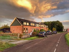 Houses on fire (sander_sloots) Tags: clouds dawn sunset huizen wolken wolkenlucht pijnacker delfgauw houses rijtjeshuizen polderweg lantaarnpaal lichtmast straatlantaarn lamppost street streetlight streetlamp luminaire armatuur nicole innolumis auto cars lampadaire autos