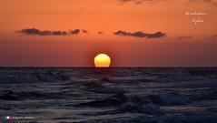 IL PRIMO SOLE. (Salvatore Lo Faro) Tags: natura nature sole mare rosso alba nuvole onde giallo blu arancio lidodelsole rodi puglia italia italy salvatore lofaro nikon 7200