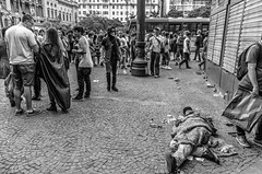 _DSC2384 (felipecarloscaetano) Tags: 2016 brasil brazil paulo são black bnw branco bw centro chá costumes de do e fantasias fotografia halloween homeless invisible invisivel morador municipal pb peb people pessoas photography preto rua street teatro viaduto walk white zombie