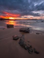 Buscando el Sol (diegogm.es) Tags: marina atardecer mar rojo asturias olympus arena puestadesol colunga roca omd oceano piedra cantabrico espasa em5