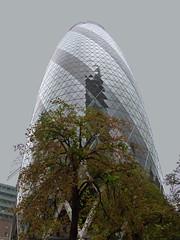 The Gherkin (^Tom) Tags: london architecture photography normanfoster modernarchitecture thegherkin cityoflondon urbanenvironment senseofplace skillsdevelopment p1020175 platform39