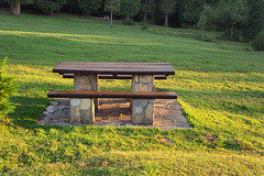 Mesa de picnic (la ltima de la serie) (Mimadeo) Tags: park wood light sunset summer vacation tree green nature grass stone forest bench table relax countryside wooden spring picnic outdoor seat sunny rest leisure cypress