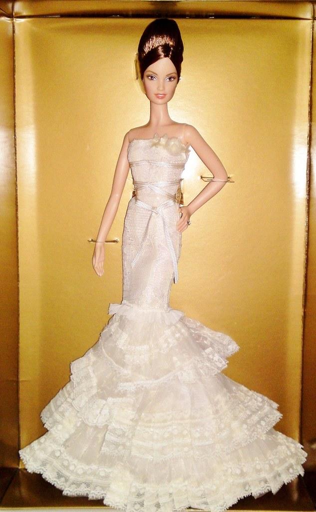 b527313ddb4a 2008 Vera Wang Romanticist Bride Barbie (2) (Paul BarbieTemptation) Tags:  gold