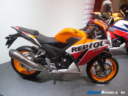 2014-Honda-CBR250R-03