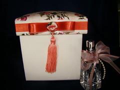 CREICI (Atelier Bia Maria) Tags: caixa pique tecido aromatizante pingentedeseda florallaranja
