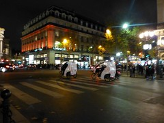 Paris balad bynight: Opra, taxis-cycles (valkiribocou) Tags: paris balade baladeparisienne serrisbalad randobalade