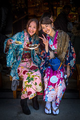 Two Japanese girls in traditional dress in Itsukushima (lucien_muller) Tags: girl japan canon japanese dress traditional nippon japon itsukushima markiii canon5dmarkiii 5dmarkiii