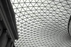 British Museum (loungerie) Tags: blackandwhite bw building london glass lines museum architecture interior compo bn ceiling british museo britishmuseum londra architettura