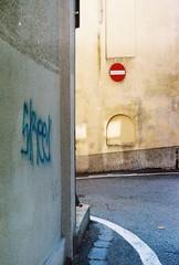 On the road (sirio174 (anche su Lomography)) Tags: road ontheroad strada divieto mela como
