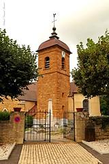 Août 2016 (19) - Montigny-les-Arsures (Jura) (roland dumont-renard) Tags: jura franchecomté montignylesarsures église entrée